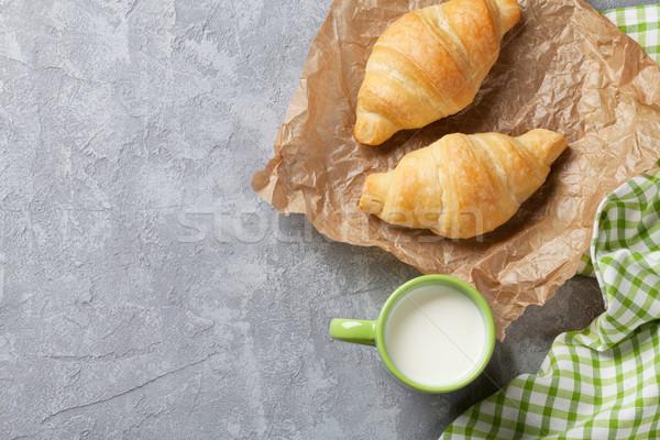 Fraîches croissant lait croissants pierre table Photo stock © karandaev