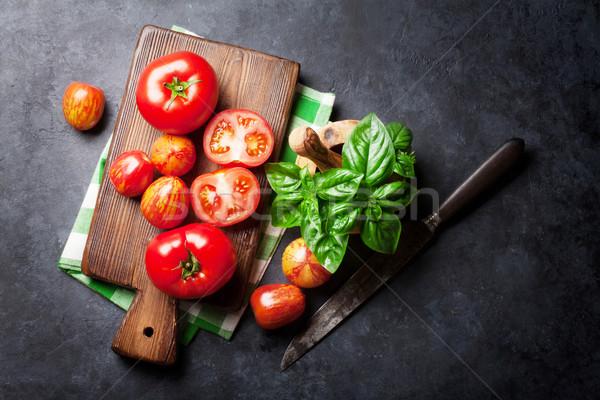 Foto d'archivio: Fresche · maturo · giardino · pomodori · basilico · pietra