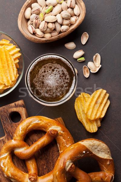 Lagerbier Bier Snacks Stein Tabelle Nüsse Stock foto © karandaev