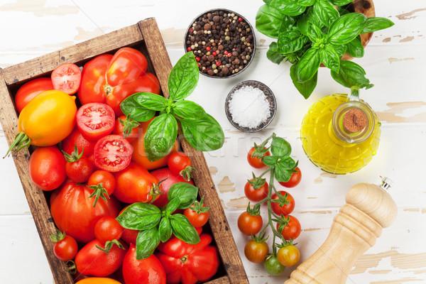 Frescos jardín tomates albahaca cocina mesa Foto stock © karandaev