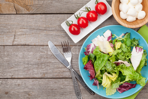 Vers gezonde salade tomaten mozzarella houten tafel Stockfoto © karandaev