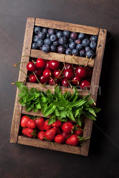 Fresco verão caixa cereja Foto stock © karandaev