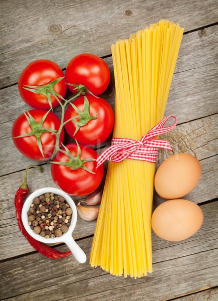 Foto stock: Macarrão · tomates · ovos · temperos · mesa · de · madeira · fundo