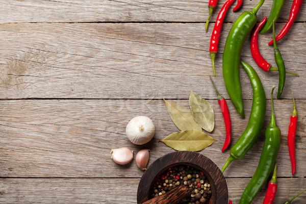 Chili pepper, peppercorn, garlic and bay leaves Stock photo © karandaev