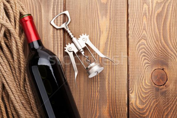 Vin rouge bouteille tire-bouchon table en bois haut vue Photo stock © karandaev