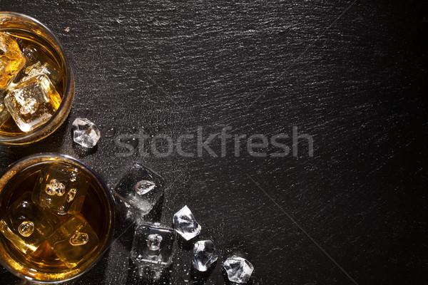 Bril whiskey ijs zwarte steen tabel Stockfoto © karandaev