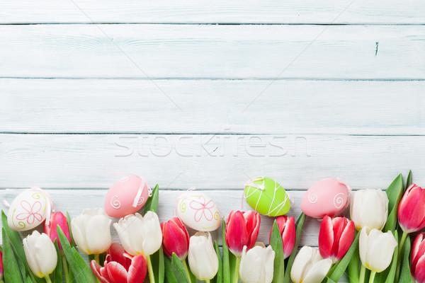 Huevos de Pascua colorido tulipanes superior vista Foto stock © karandaev