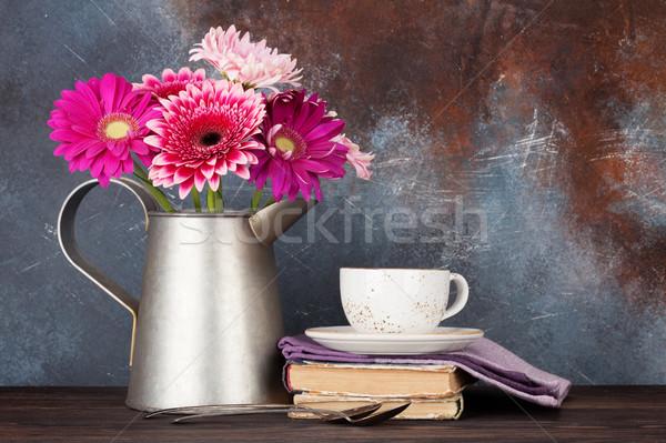 Сток-фото: цветы · букет · чашку · кофе · каменной · стеной · пространстве · цветок