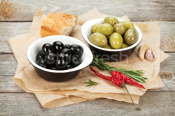İtalyan gıda meze zeytin ekmek baharatlar ahşap masa Stok fotoğraf © karandaev