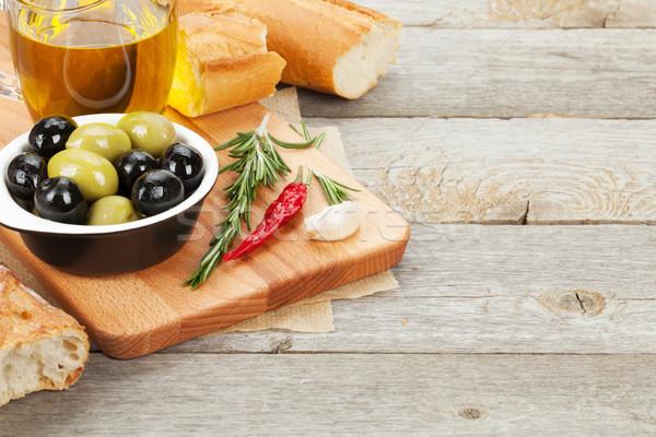 Stockfoto: Italiaans · eten · voorgerechten · olijven · brood · specerijen · houten · tafel
