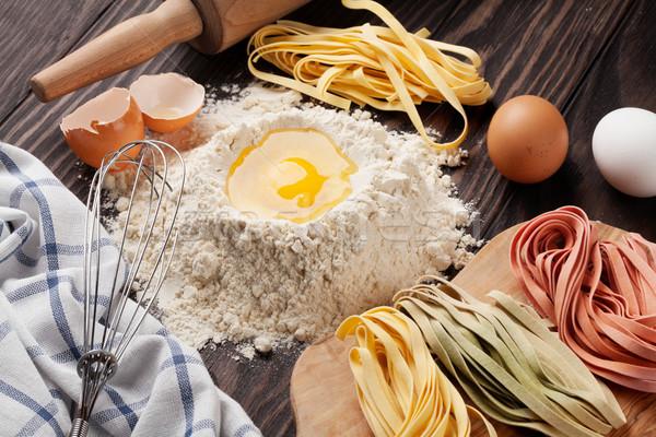 Domowej roboty makaronu gotowania drewniany stół żywności drewna Zdjęcia stock © karandaev