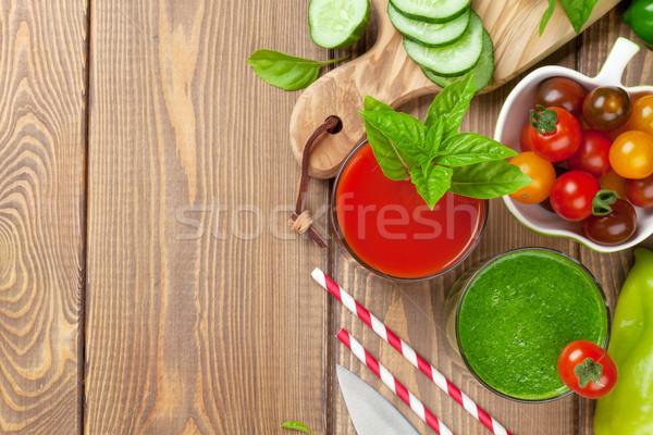 Photo stock: Légumes · frais · smoothie · tomate · concombre · table · en · bois · haut