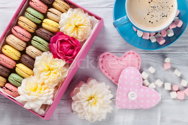 Coloré café sweet macarons guimauve table en bois Photo stock © karandaev
