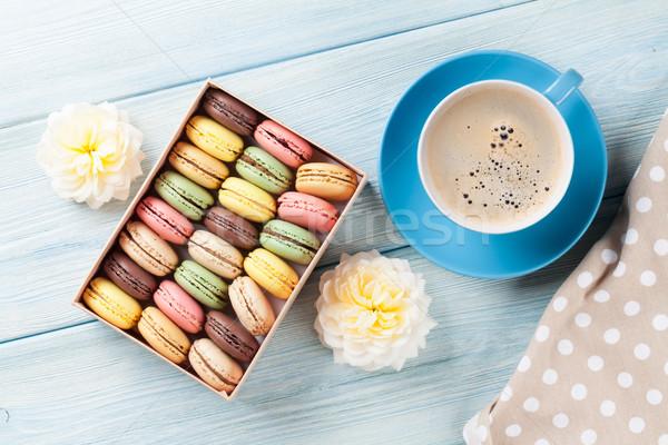 カラフル コーヒー 甘い マカロン 木製のテーブル ギフトボックス ストックフォト © karandaev