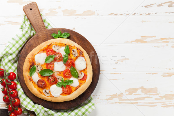 Italien pizza tomates mozzarella basilic haut Photo stock © karandaev