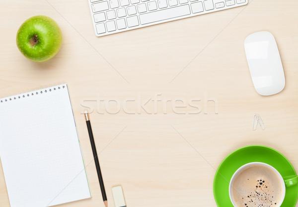Biuro tabeli notatnika komputera filiżankę kawy widok z góry Zdjęcia stock © karandaev