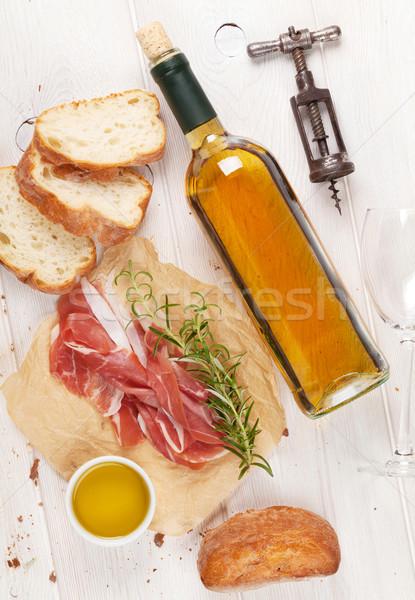 Prosciutto vino parmigiano olio d'oliva tavolo in legno top Foto d'archivio © karandaev