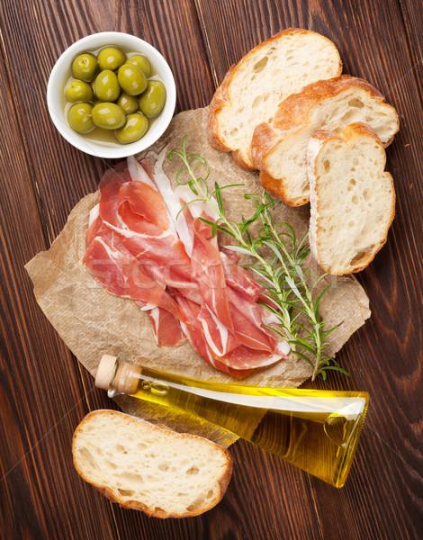 Bruschetta ingredienti prosciutto olive olio d'oliva top Foto d'archivio © karandaev
