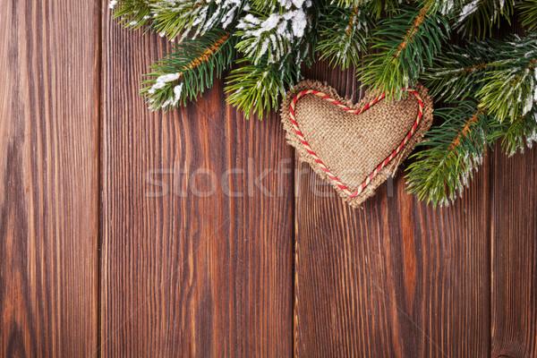 Arbre de noël branche neige coeur jouet table en bois Photo stock © karandaev
