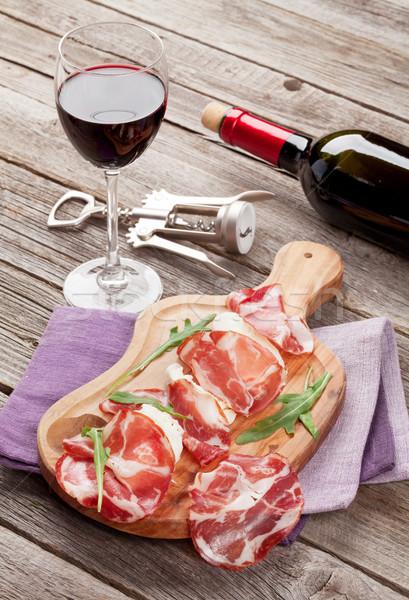 Prosciutto vinho tinto mesa de madeira comida folha Foto stock © karandaev
