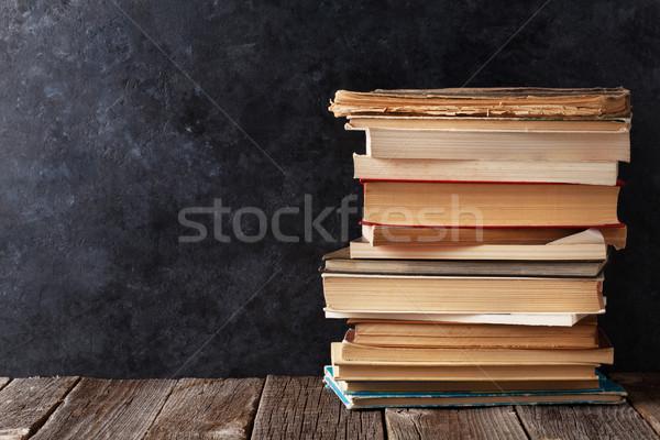 Zdjęcia stock: Starych · książek · klasie · kredy · pokładzie · powrót · do · szkoły