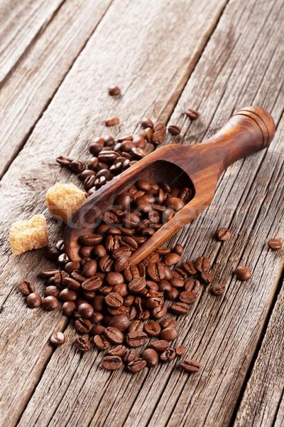 Kahve çekirdekleri esmer şeker ahşap masa gıda kahve siyah Stok fotoğraf © karandaev