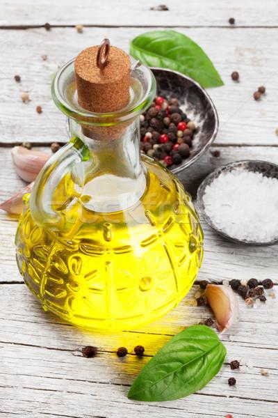 Aceite de oliva hierbas especias mesa de madera cocina fondo Foto stock © karandaev