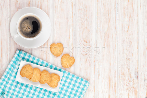 Café coeur cookies blanche table en bois Photo stock © karandaev