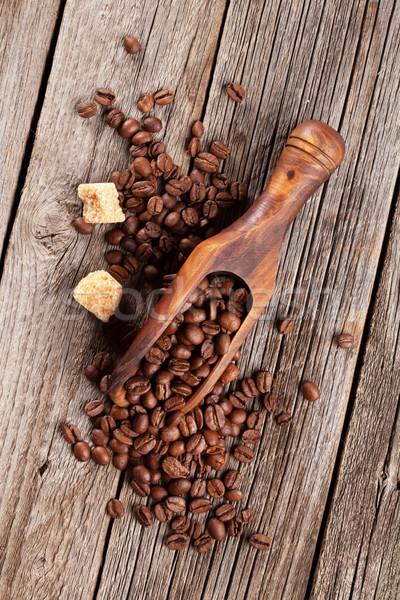 Kahve çekirdekleri esmer şeker ahşap masa üst görmek doku Stok fotoğraf © karandaev