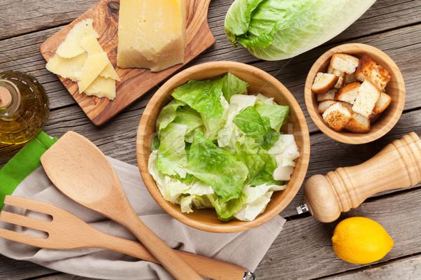 Vers gezonde caesar salade koken houten tafel top Stockfoto © karandaev