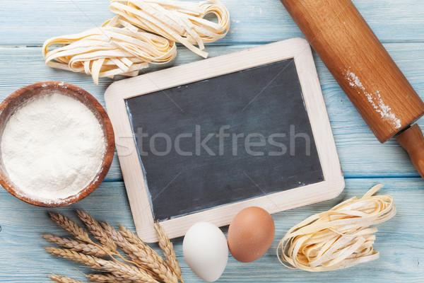 Pâtes cuisson ingrédients bois table de cuisine haut Photo stock © karandaev