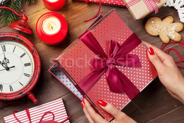 Сток-фото: женщины · рук · открытие · Рождества · подарок