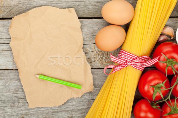 Foto stock: Macarrão · tomates · ovos · papel · pardo · cópia · espaço · mesa · de · madeira