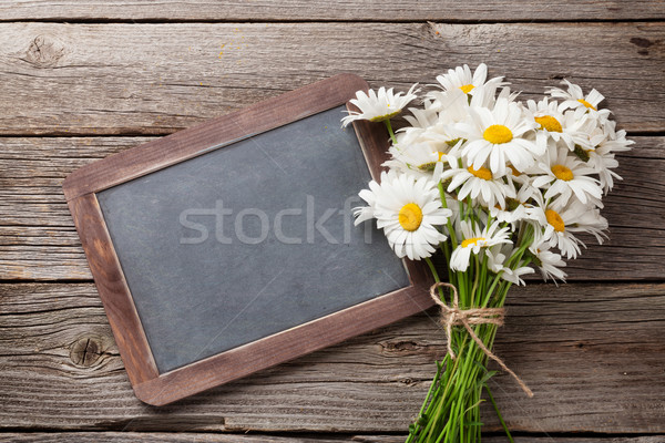 Tafel Kamille Blumen Text Holztisch top Stock foto © karandaev