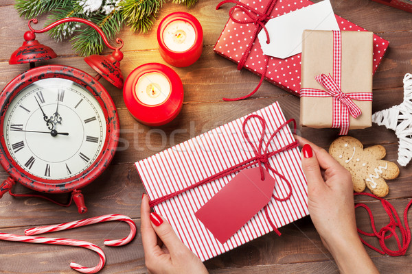 Kobiet ręce christmas dar powyżej Zdjęcia stock © karandaev