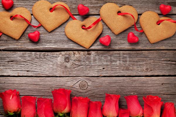 Foto stock: Día · de · san · valentín · tarjeta · de · felicitación · corazón · cookies · flores