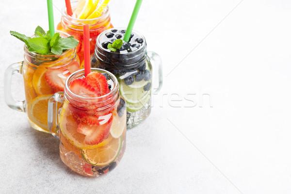 Friss limonádé bögre nyár gyümölcsök bogyók Stock fotó © karandaev