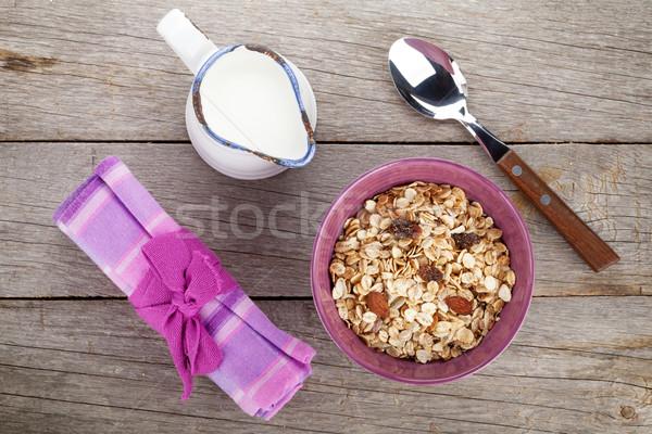 Sağlıklı kahvaltı müsli süt ahşap masa Stok fotoğraf © karandaev