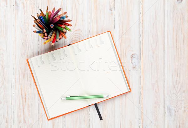 Stock fotó: Irodai · asztal · asztal · jegyzettömb · színes · ceruzák · felső