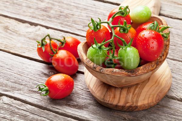 Pomidorki puchar drewniany stół żywności liści tle Zdjęcia stock © karandaev