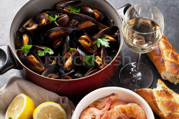 Mussels and shrimps Stock photo © karandaev