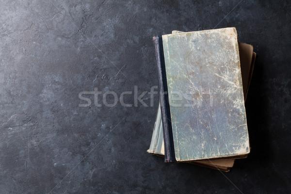 Vieux livres pierre table haut vue Photo stock © karandaev