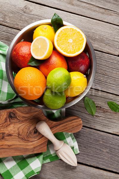 świeże cytrus owoce drewniany stół górę widoku Zdjęcia stock © karandaev