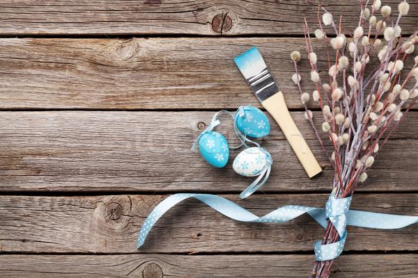 Colorido ovos de páscoa bichano salgueiro mesa de madeira topo Foto stock © karandaev