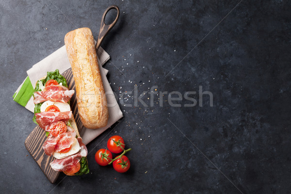 Sandwich salade prosciutto mozzarella fromages pierre Photo stock © karandaev