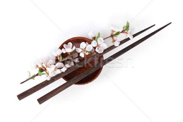 Pałeczki do jedzenia sakura oddziału sos sojowy puchar odizolowany Zdjęcia stock © karandaev