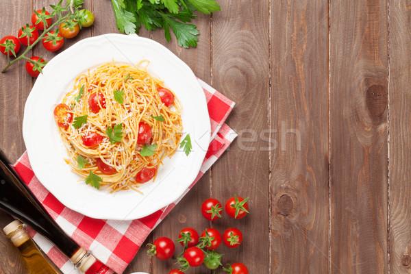 Spaghetti makaronu pomidory pietruszka drewniany stół górę Zdjęcia stock © karandaev
