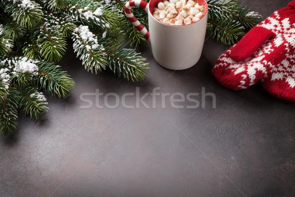 Karácsony üdvözlőlap fenyőfa forró csokoládé mályvacukor kő Stock fotó © karandaev