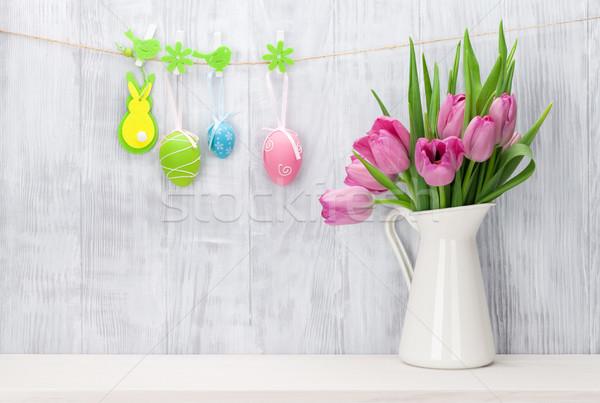 Easter eggs rosa tulipani bouquet shelf legno Foto d'archivio © karandaev