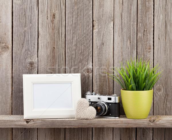 Photo frame coração câmera planta dom prateleira Foto stock © karandaev